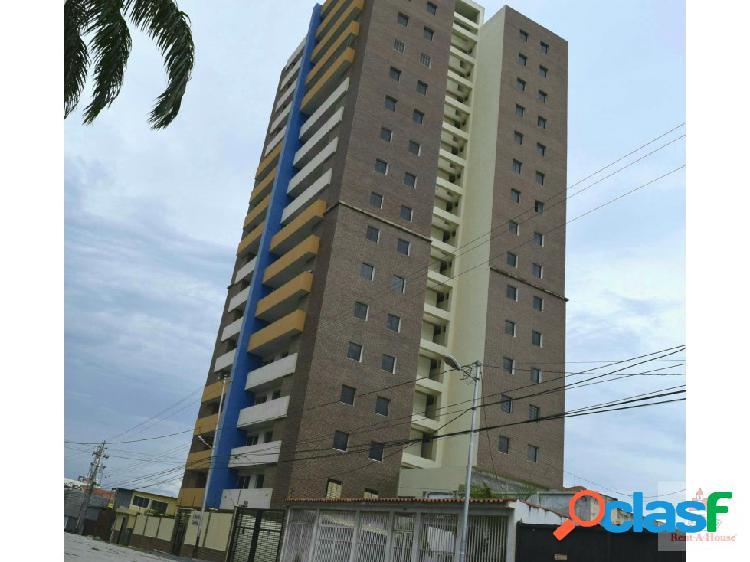 C.Algarra vende Apartamento Este RAh 20-2080