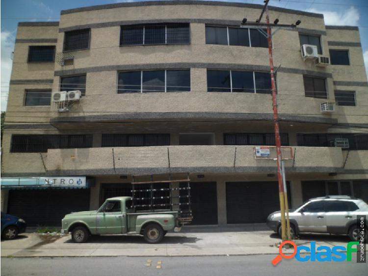 Local en la avenida Principal de Coropo, Maracay.