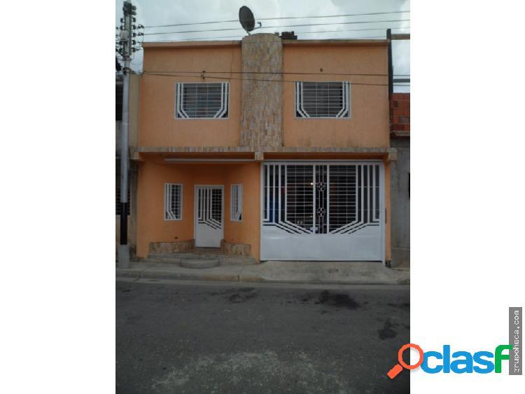 Townhouse en Urb. Villa Victoria, Maracay.