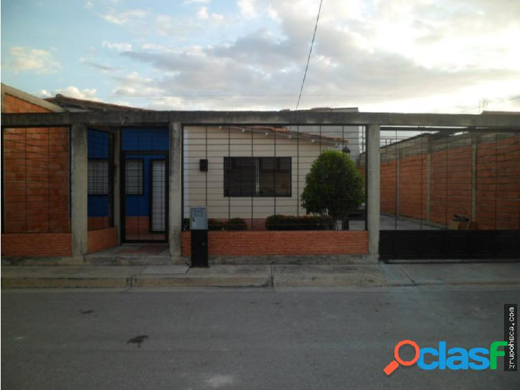 Casa en Urbanización Montaña Fresca, Maracay.
