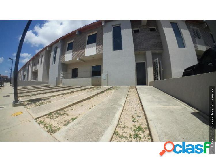Casa en Venta La Mora Cabudare Lara 20-1409 RAHCO