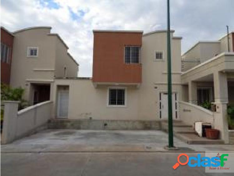 Gehijka Vende Casa en Espectacular Urbanizacion