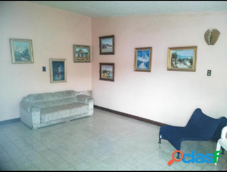 RAH: 20-7508. Casa en venta en Las Mercedes