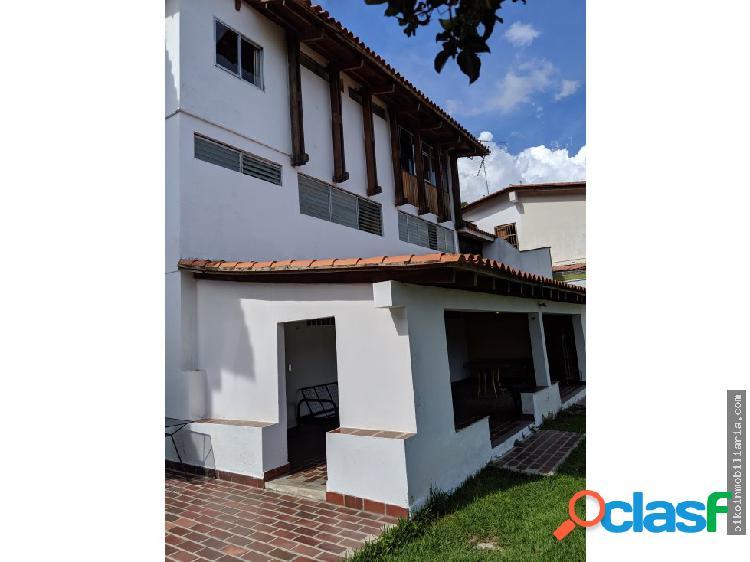 Se vende Casa en Prados del Este de 662 mts