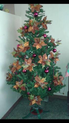 Árbol De Navidad 1.80mts. Se Vende Con O Sin Adornos.