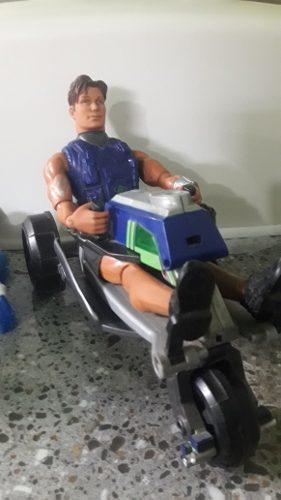 Muñeco Max Steel Con Moto Tres Ruedas. Usado