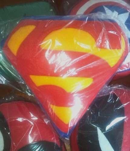 3 Cojines Superman, Deadpool, Capitan America, Spiderman