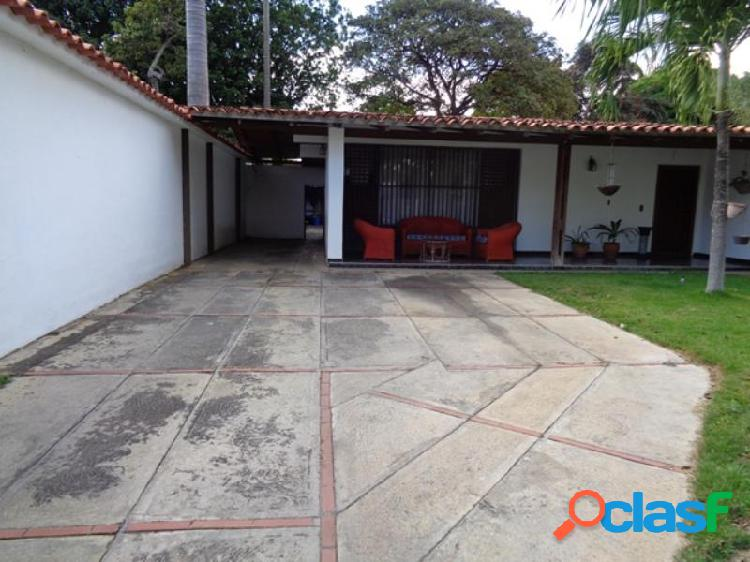 Se vende Casa Colinas de Santa Rosa RAH: 20-2871