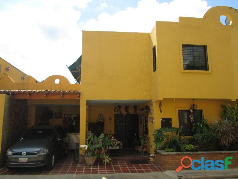Se vende Town House en Mañongo