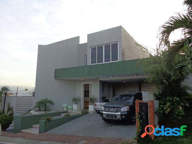 19-2348. Casa en venta en Colinas de Santa Rosa