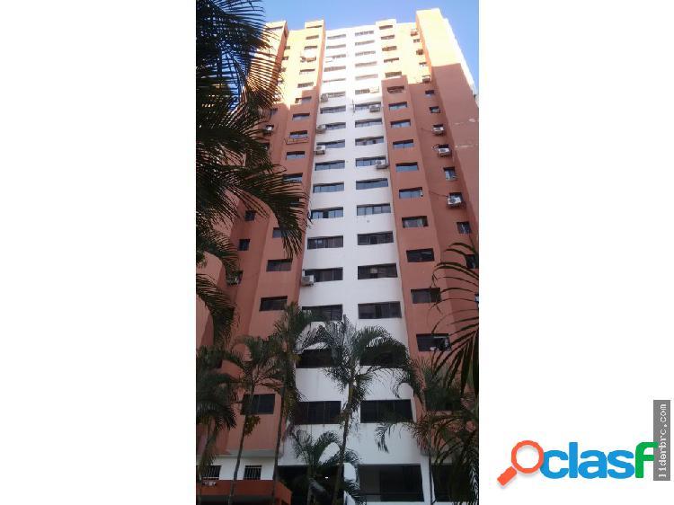 Amplio apartamento en Venta en Las Chimeneas.