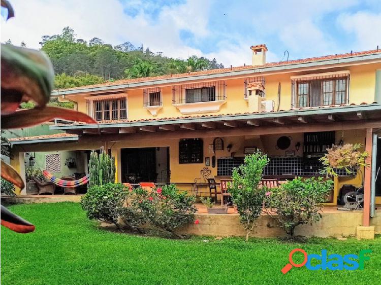 Bella quinta con jardines ubicada en Las Marías