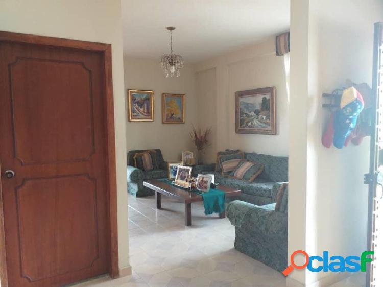 En venta Casa Colinas de Santa Rosa RAH: 19-13906