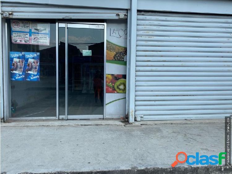 Local comercial, urbanizacion Agua Blanca
