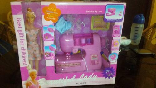 Maquina De Coser De Barbie + Barbie Y Accesorios