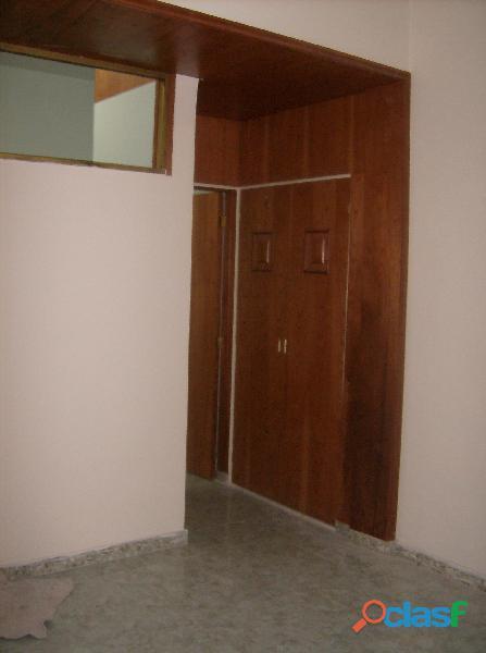 Se vende práctico apartamento tipo estudio, urb. La Paz,
