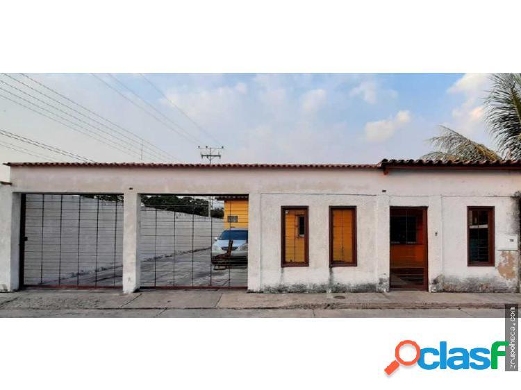 Casa en la Urb La Fontana, av. Aragua, Maracay.