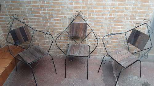 Juego De Tres (3) Sillas De Jardin Sencillas Usadas..