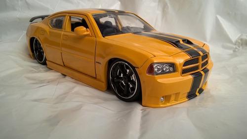 Auto Dodge Charger Srt8 Modelo , Amarillo Escala 1/24