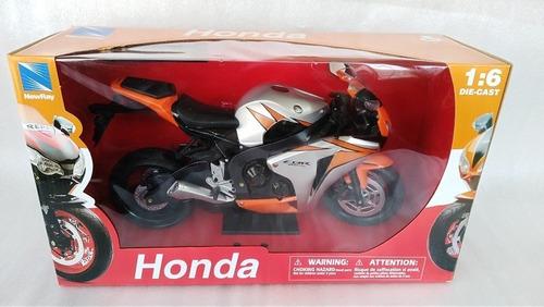 Moto Deportiva Honda Cbrrr A Escala cms De Largo.
