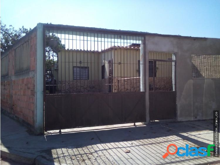 Casa de esquina Urb. El Samán Guacara