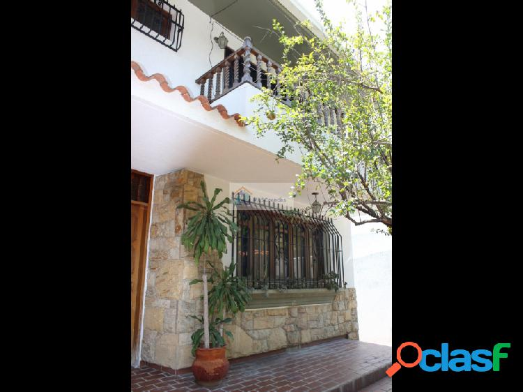 Se vende casa 350m2 8h/8b/8p Clnas de Bello Monte