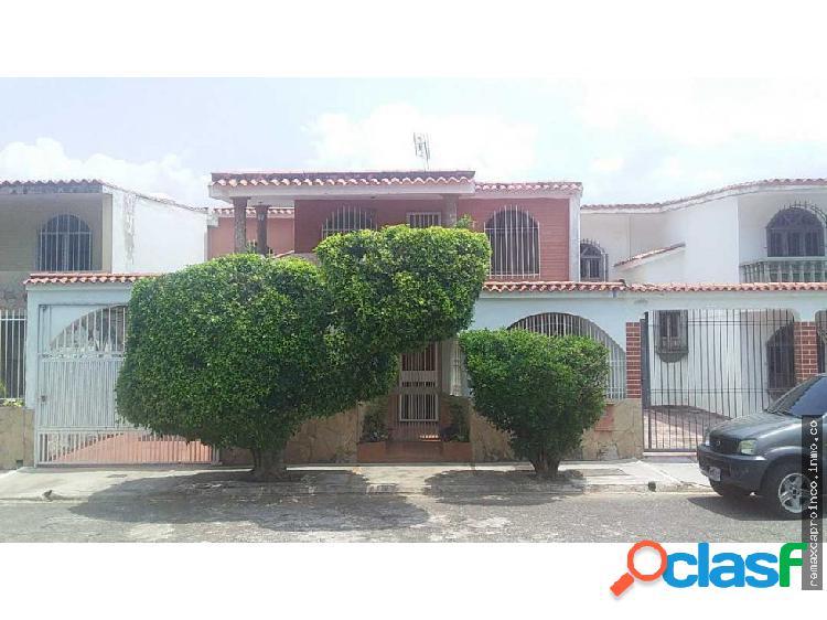 Hermosa y Comoda casa en la Urbanizacion El Pinar