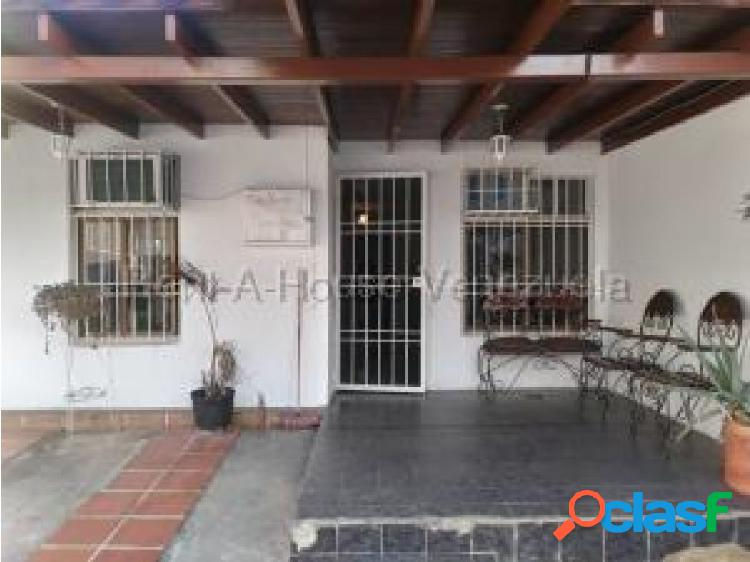 Gehijka Dominguez Ofrece Hermosa y Acogedora Casa