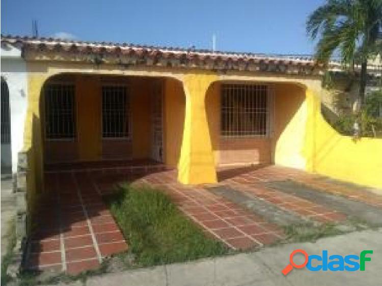 Gehijka Dominguez Vende Casa en Urbanizacion