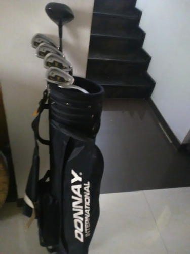 Palos De Golf Y Maleta Marca Donnay Con 30 Pelotas De Golf