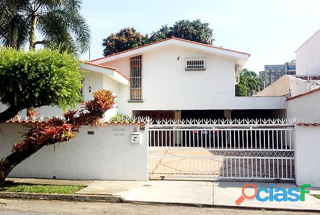 Se Vende Casa de Dos Niveles 500 m2 Urb. La Viña Valencia