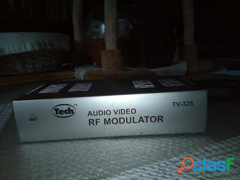 Modulador RF modelo TV 25 de Audio y Video marca Tech.