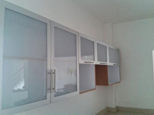 Puertas Para Cocina En Vidrios Y Aluminios