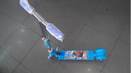 Monopatin Scooter Con Luces En Las Ruedas.