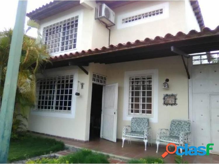 Casa en Alquiler Zona Este 20-14493 zegm