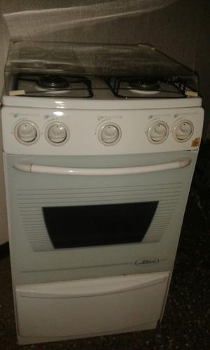 Cocina De 4 Hornillas A Gas Marca Sueco Color Blanca
