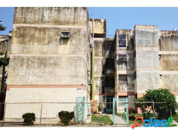 Apartamento en Urb. Girardot, Maracay.