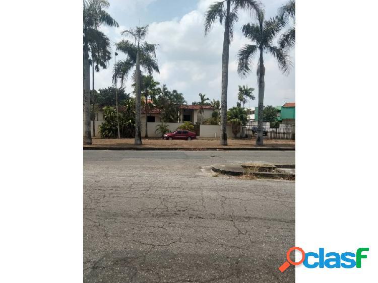 AMPLIA CASA EN ALTOS DE GUATAPARO