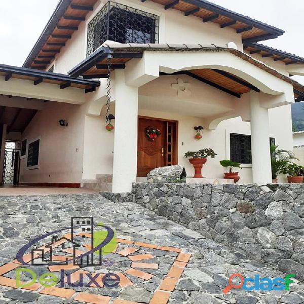 Exclusiva casa de 457 m2 terrenp y 330 m2 construcción,