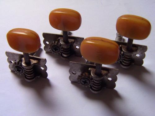 Clavijas De Cuatro Venezolano