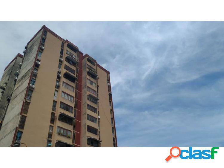 Apartamento en Los Nisperos 20-7812