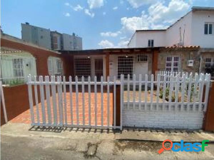 Se vende casa en La Esmeralda #20-13877 OPM