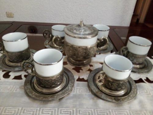 Juego De Tazas De Porcelana Y Plata. (10 Piezas)