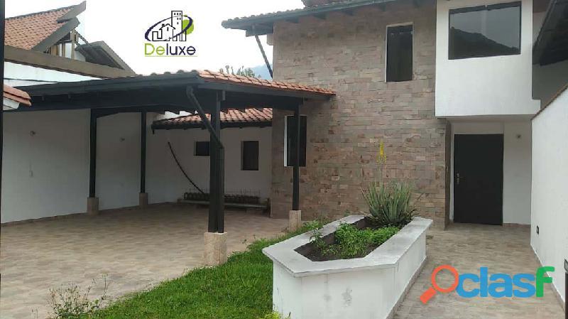 Hermosa Casa,400m2t y 280m2c, ubicada en la Urbanización
