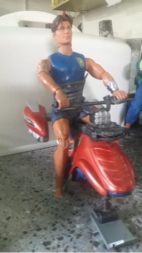 Muñeco Max Steel Con Moto Jet Sky Usado.