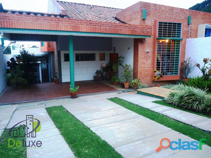 Acogedora Casa, 160m2t y 337m2c en Urbanización Campo Claro