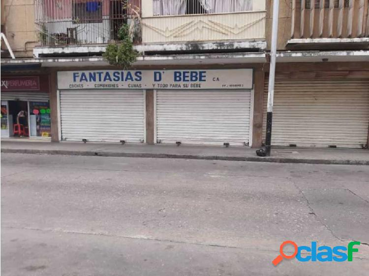 Se alquila local comercial en Av Diaz Moreno