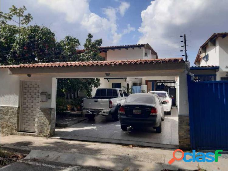 Se vende casa 250m2 4h+s/5b/5p Alto Prado