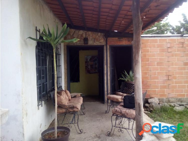Casa estilo Rustico/Contemporáneo Urb. El Samán