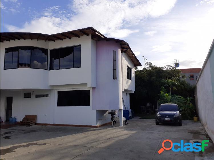 Hermosas 2 casas en San Diego Sector Los Tamarindos